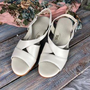 SAS Off White Comfort Sandals Like New